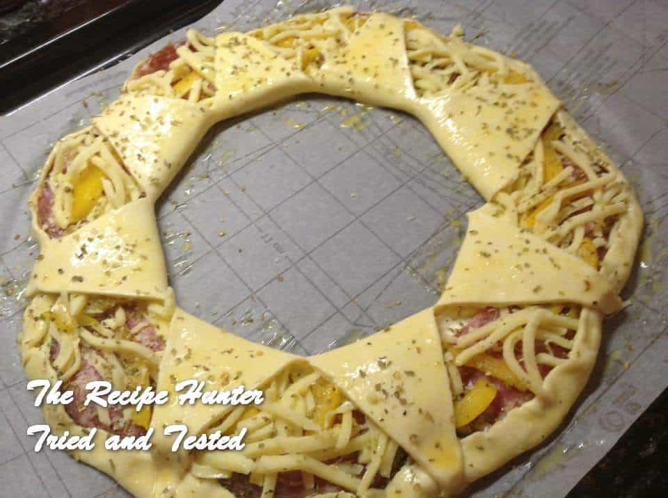 trh-gails-savoury-puff-pastry-pizza-ring2
